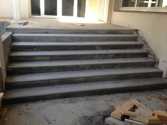 Création d'un escalier dans une école à Sautron