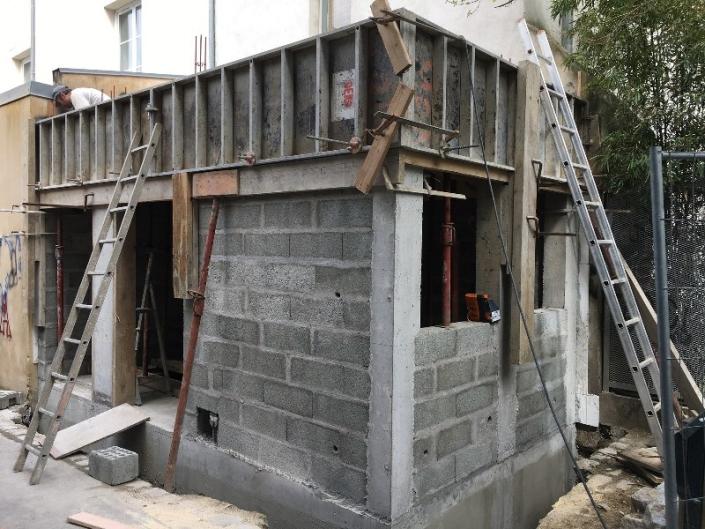 Façade brut local transformateur à Nantes